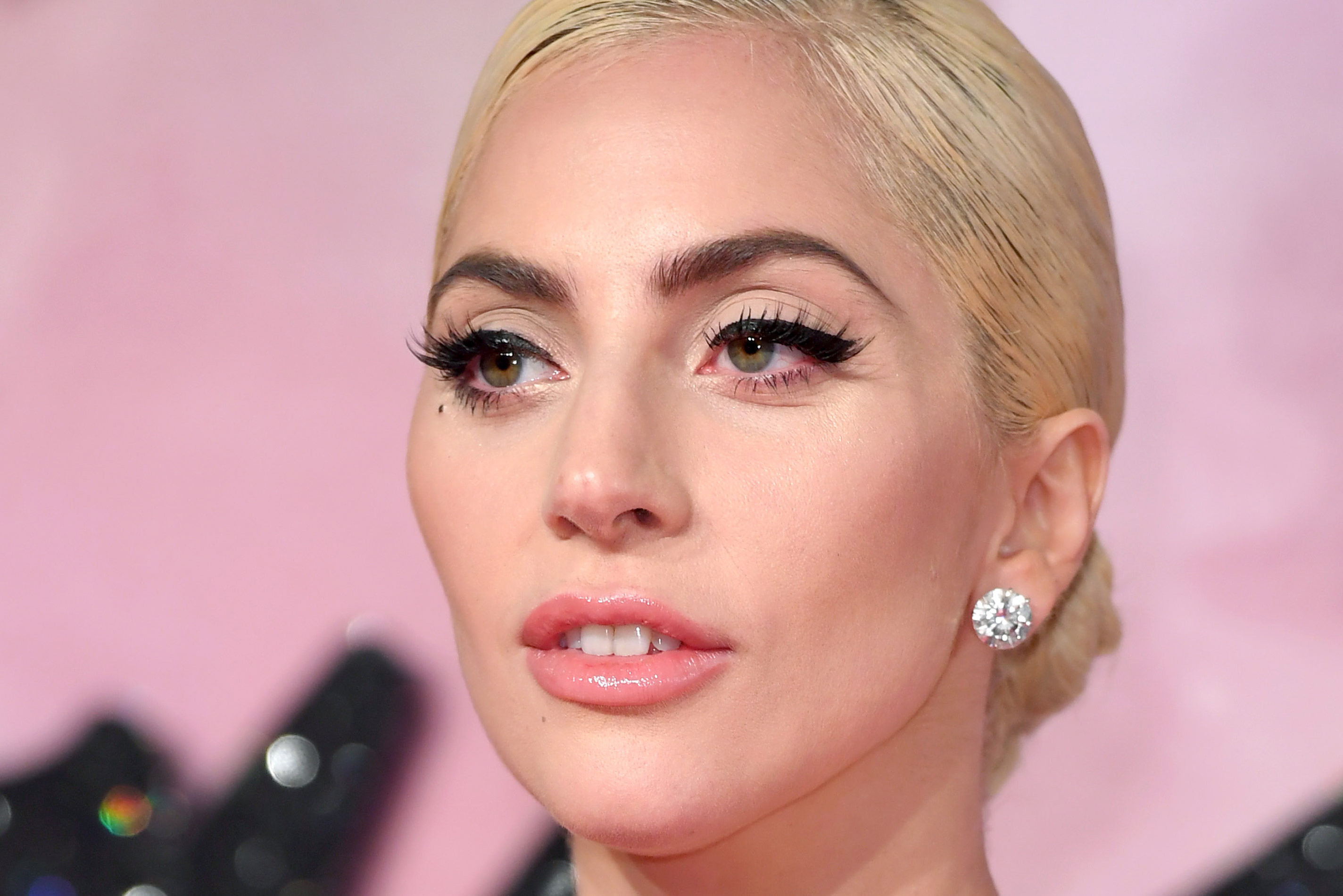 Celebrities Who Wear Contact Lenses